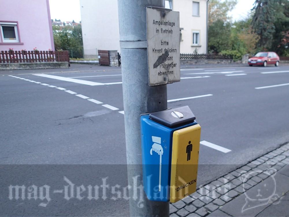 ドイツの横断歩道にあるボタン