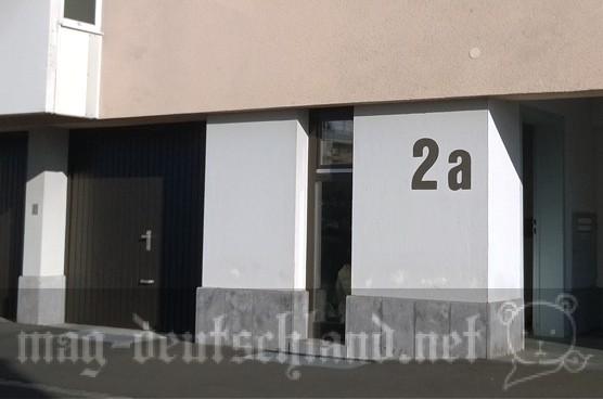ドイツのアパートメントの壁にある番号