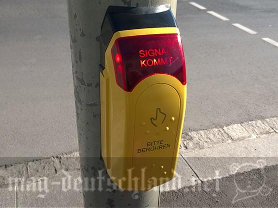 ドイツの横断歩道にある、渡る時に触るボタン