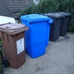 ドイツのゴミ箱、茶色、青、黒。